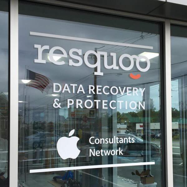 resquoo window lettering